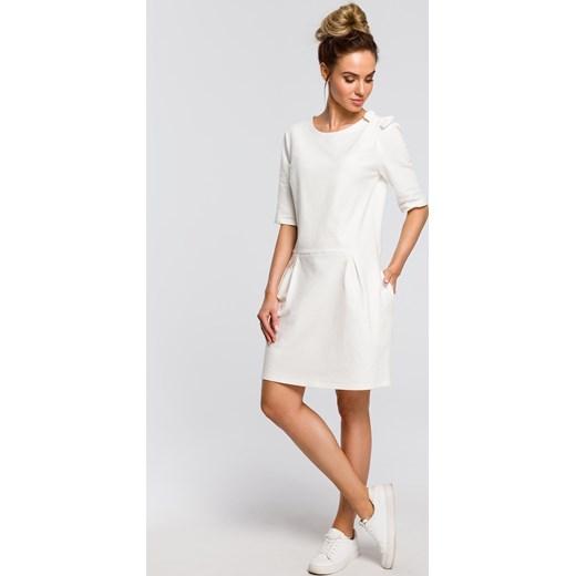 fc41595a8a ... okrągłym dekoltem mini na co dzień  Sukienka biała Moe mini na co dzień  z krótkim rękawem ...