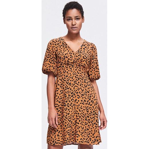 97d7fab4d4 Sukienka Reserved midi z krótkimi rękawami brązowa z dekoltem w ...