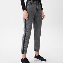 146247d6323a94 Białe jeansy damskie Sinsay w miejskim stylu w Domodi