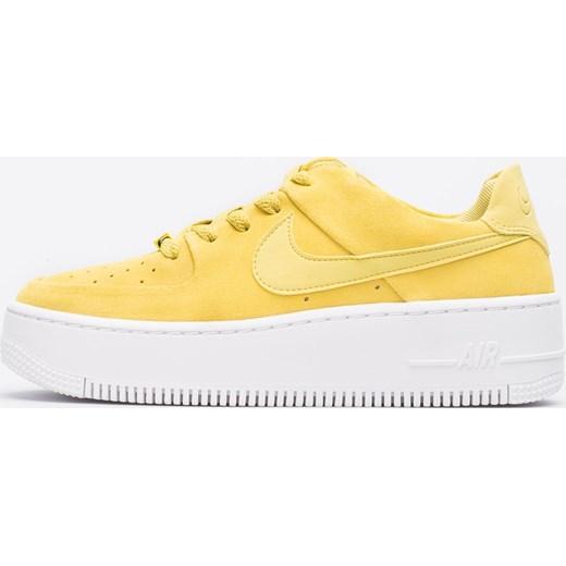 Buty sportowe damskie Nike na koturnie żółte w paski