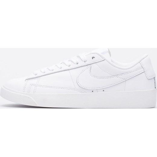 7d22198beedae Trampki damskie Nike z niską cholewką białe sznurowane wiosenne na płaskiej  podeszwie bez wzorów ...