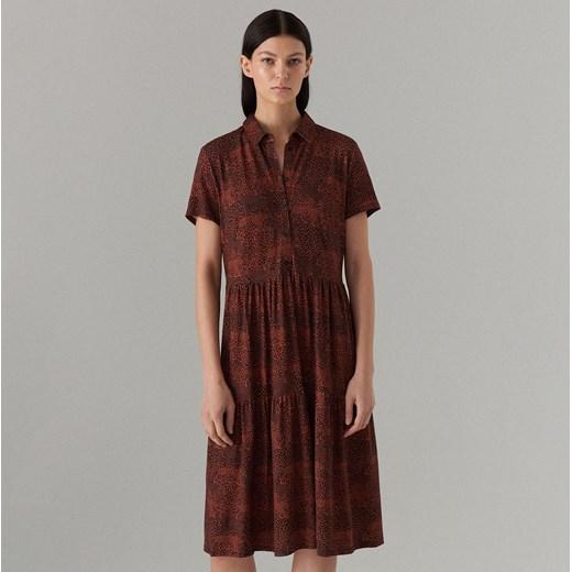 882f1c3fcf Sukienka Mohito czerwona midi w zwierzęcy wzór na uczelnię koszulowa  Sukienka  Mohito w zwierzęcy wzór z krótkim rękawem ...