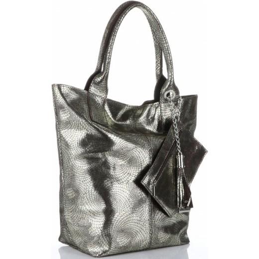 30dd21d005e2dd ... do ręki z frędzlami Shopper bag Vittoria Gotti ze skóry srebrna  lakierowana duża z frędzlami ...