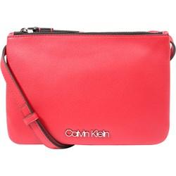 a3775328d8393 Listonoszka czerwona Calvin Klein na ramię średnia ze skóry
