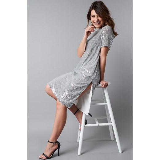 bb2afa1cf3 Sukienka srebrna NA-KD Party gładka prosta z okrągłym dekoltem na wiosnę  midi