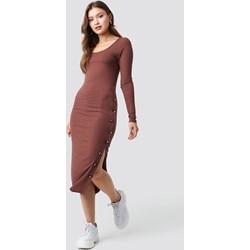 436c6b862e Sukienka brązowa NA-KD bez wzorów z dzianiny