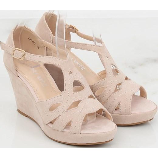 8ed392a6 Sandały damskie różowe bez wzorów z klamrą na platformie ze skóry  ekologicznej