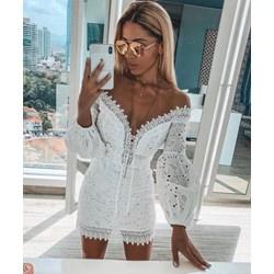8bea2557a7 Sukienka biała z odkrytymi ramionami bawełniana z długim rękawem