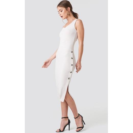 7320935b Biała sukienka NA-KD z okrągłym dekoltem na co dzień prosta