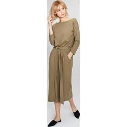 51f35f717a Sukienka Femestage z okrągłym dekoltem midi z długim rękawem