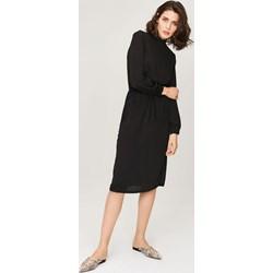 4b2e5bc04e Sukienka Femestage na spotkanie biznesowe bez wzorów midi z długim rękawem