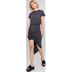 726a6e97d5001a Sukienka czarna Femestage mini na spacer z okrągłym dekoltem asymetryczna z  krótkim rękawem
