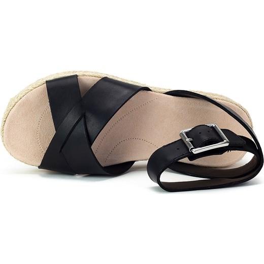 3e3ba0dd029b ... Sandały damskie Clarks bez wzorów zamszowe czarne z klamrą casualowe