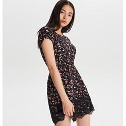 041b3f66d4 Cropp sukienka z okrągłym dekoltem trapezowa