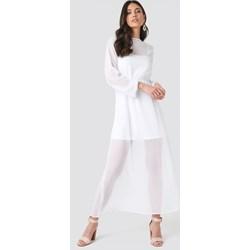 e48dd184a4 Sukienka NA-KD Boho biała na wiosnę prosta z szyfonu z długim rękawem z  okrągłym