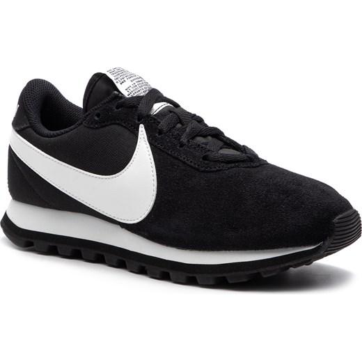 Buty sportowe damskie czarne Nike płaskie sznurowane bez wzorów