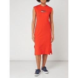 db08282050 Sukienka Tommy Jeans na spacer prosta z okrągłym dekoltem