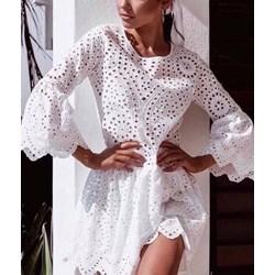65621a16c5 Sukienka biała z okrągłym dekoltem rozkloszowana