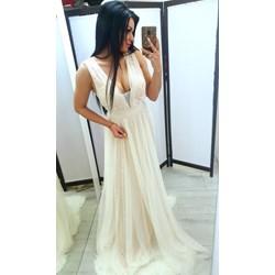 c28a05ea30 Beżowa sukienka Tajus bez rękawów balowe