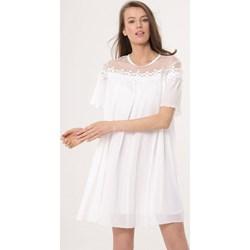 301f4ad0 Sukienka biała Born2be w kwiaty mini trapezowa