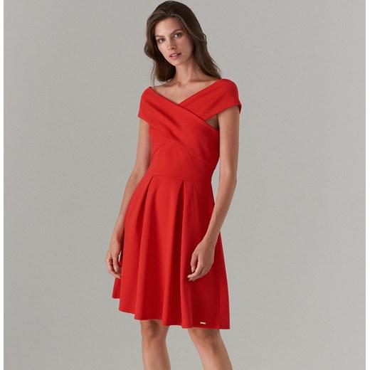 Mohito sukienka czerwona na randkę elegancka trapezowa
