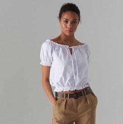 72362f9946 Bluzka damska Mohito ze sznurowanym dekoltem biała z krótkim rękawem
