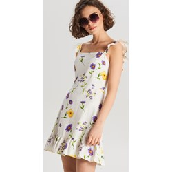 648b87f582 Sukienka Cropp w kwiaty mini na spacer