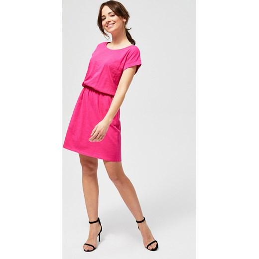 c7af60a4e3 Sukienka różowa trapezowa z krótkim rękawem w Domodi