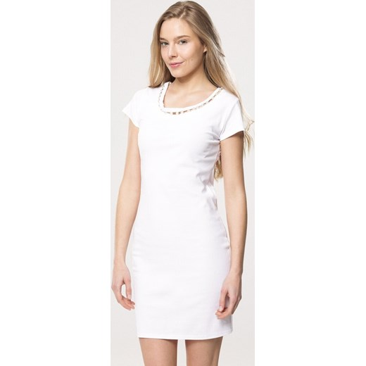 69ee0238db Biała sukienka Born2be dopasowana w Domodi