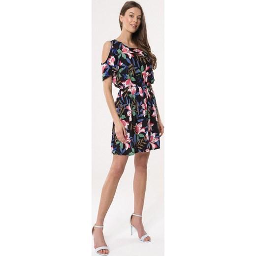 57acbbe2d8 ... Sukienka Born2be z krótkim rękawem z okrągłym dekoltem casual na spacer  mini prosta ...