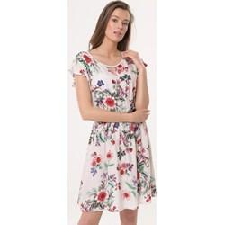 d3dcec663d Sukienka wielokolorowa Born2be na spacer prosta z okrągłym dekoltem w kwiaty