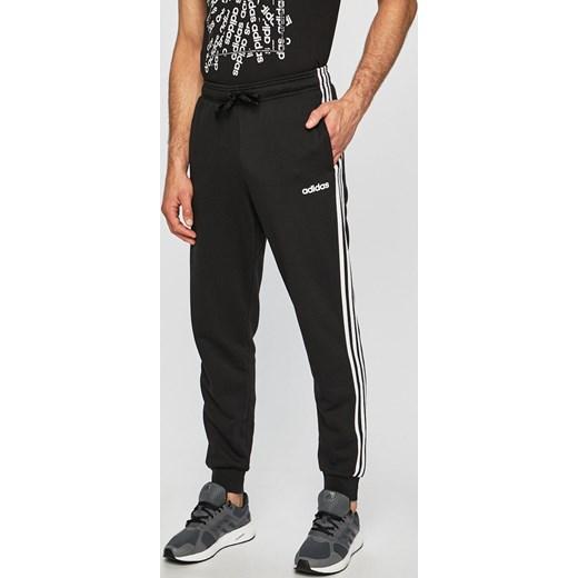 85c16821bee15f Spodnie sportowe Adidas w Domodi