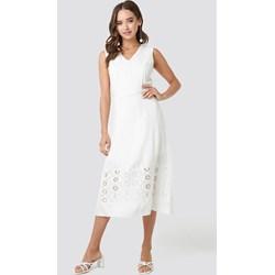 26848b66c80e9d Sukienka Trendyol trapezowa biała midi bez rękawów na urodziny