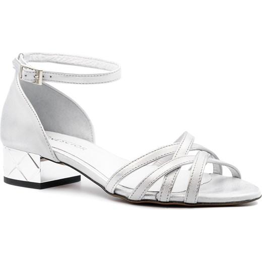 556f6a46748752 Srebrne skórzane sandały z zakrytą piętą na ozdobnym obcasie 85B Neścior 39  NESCIOR promocyjna cena ...