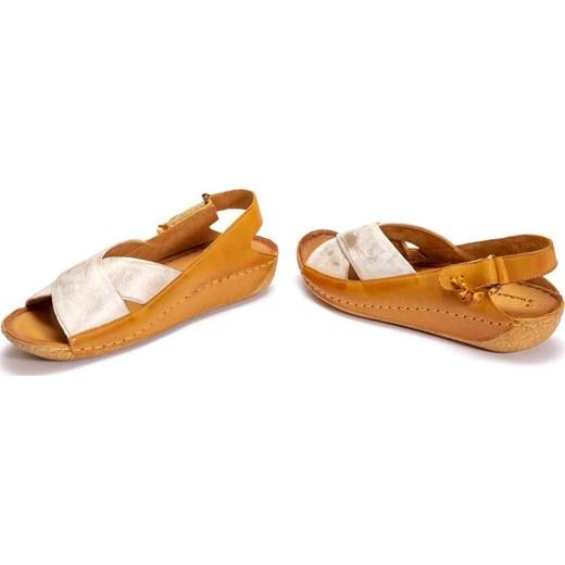 Sandały damskie beżowe Maciejka płaskie z klamrą ze skóry w