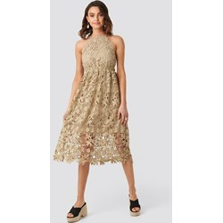 5e8ff915 NA-KD Boho sukienka midi bez rękawów trapezowa z dekoltem halter