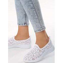 5ed79672761ea Buty sportowe damskie Born2be sneakersy na wiosnę na płaskiej podeszwie bez  wzorów młodzieżowe