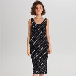 f92f3954 Sukienka Cropp z okrągłym dekoltem midi