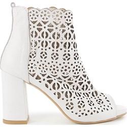 82d710f7e0242 Białe buty, lato 2019 w Domodi