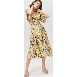 51b1f929e642f8 Sukienka Femestage wielokolorowa z długimi rękawami w kwiaty z dekoltem v  midi