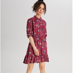 083531ba Sukienka Cropp casual na wiosnę na spacer