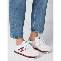 90a7e35d Buty sportowe damskie Tommy Jeans sneakersy młodzieżowe białe płaskie  welurowe bez wzorów