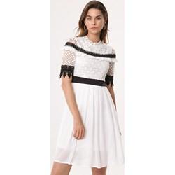 2f8b34e9dc34a0 Sukienka Born2be z okrągłym dekoltem biała