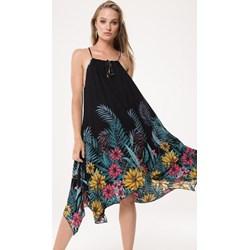 496b38e0 Wielokolorowa sukienka Born2be midi
