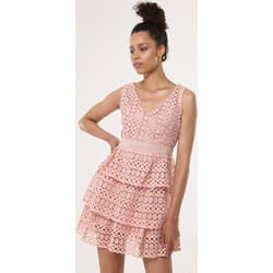 67dacaf20c39d9 Różowa sukienka Born2be boho bez rękawów rozkloszowana mini z dekoltem v na  urodziny