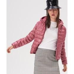 13a1a275b3a460 Kurtka damska Sinsay różowa z kapturem krótka casual