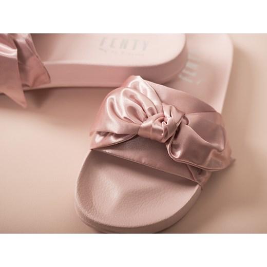 Klapki damskie Puma Rihanna Fenty Bow Slide 365774 01 rozowy sneakerstudio.pl