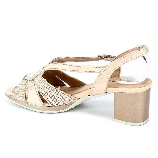 Sandały damskie Pitillos z klamrą na słupku
