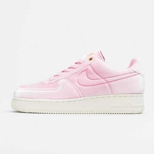 Buty sportowe damskie Nike do biegania air force sznurowane różowe bez wzorów1 na płaskiej podeszwie