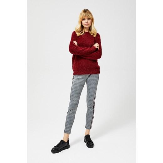 Sweter damski czerwony z dekoltem w łódkę Odzież Damska KT czerwony EBFU
